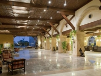 Crowne Plaza Sahara Oasis Port Ghalib Resort - холл