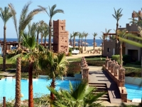 Crowne Plaza Sahara Oasis Port Ghalib Resort - територия отеля